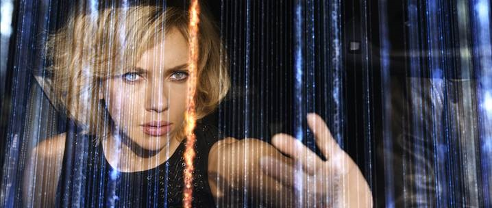 Scarlett Johansson dans Lucy de Luc Besson / Photos Jessical Forde EuropaCorp - TF1 Films Production - Grive Productions