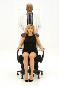 Morgan Freeman et Scarlett Johansson - Lucy de Luc Besson1
