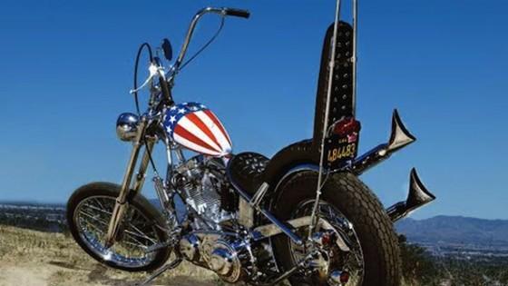 Moto de Peter Fonda dans Easy Rider / Photo Profils in History