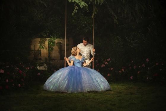 Lily James et Richard Madden dans Cendrillon de Kenneth Branagh