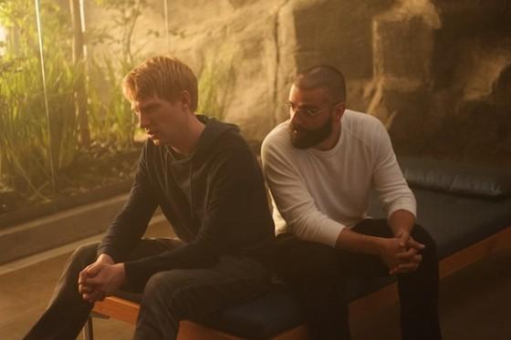 Domnhall Gleeson et Oscar Issac dans Ex Machina d'Alex Garland