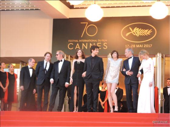 Les Fantomes dIsmael - Montee des Marches - jour 1 - Festival de Cannes 2017