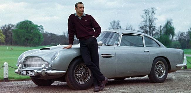 Sean Connery - Aston Martin DB5 - Goldfinger