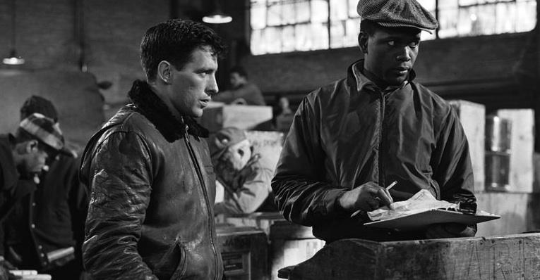 John Cassavetes et Sydney Poitier dans 'L'Homme qui tua la peur' (Edge of the City) de Martin Ritt (1956) - ©WarnerBros