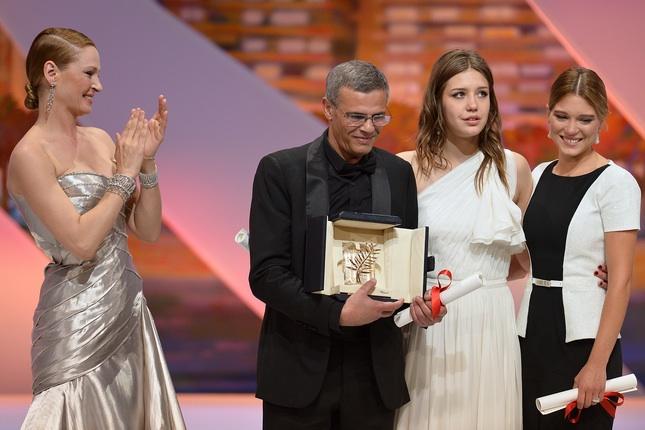 Uma Thurman, Abdellatif Kechiche, Adele Exarchopoulos et Lea Seydoux - Palme d'or - La Vie d'Adele, chapitres 1 et 2 © AFP