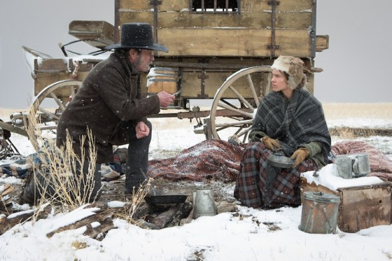 Tommy Lee Jones et Hilary Swank dans The Homesman