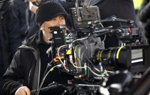 Lucy de Luc Besson camera / Morgan Freeman et Scarlette Johansson dans Lucy de Luc Besson / Photos Jessical Forde © EuropaCorp - TF1 Films Production - Grive Productions
