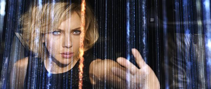 Scarlett Johansson dans Lucy de Luc Besson / Photos Jessical Forde EuropaCorp - TF1 Films Production - Grive Productions