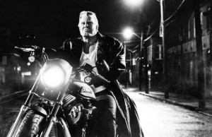 Mickey Rourke dans Sin City : J'ai tue pour Elle de Robert Rodriguez et Frank Miller