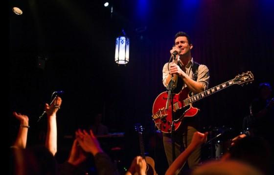 Adam Levine dans New York Melody (Begin Again) de John Carney / © UGC Distribution