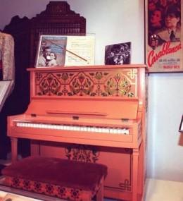 Le fameux piano dans Casablanca de Michael Curtiz