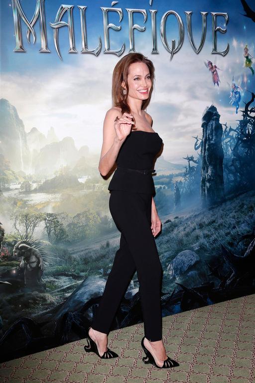 Angelina Jolie avec les Malangeli lors de la promotion de Maléfique à Paris / Photo ©KCS