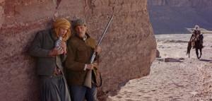 Reda Kateb et Viggo Mortensen dans Loin des Hommes (Far from Men)