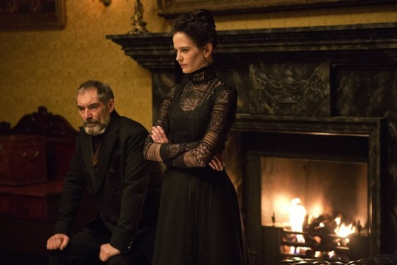 Timothy Dalton (Sir Malcolm Murray) et Eva Green (Vanessa Ives) dans Penny Dreaful - Showtime
