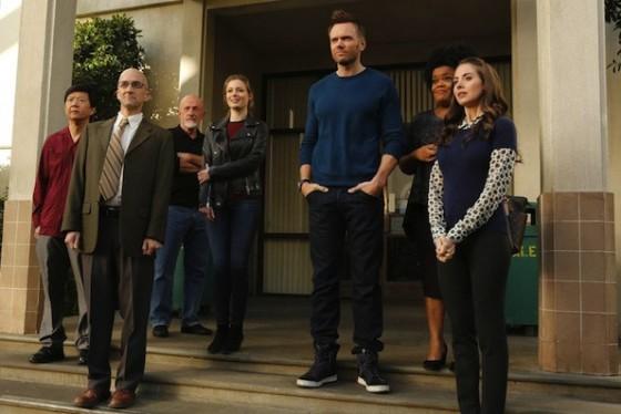 Alison Brie, Gillian Jacobs, Jim Rash, Joel McHale, Jonathan Banks dans Community sur NBC