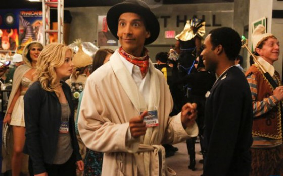 Danny Pudi, Donald Glover, Gillian Jacobs dans Community sur NBC