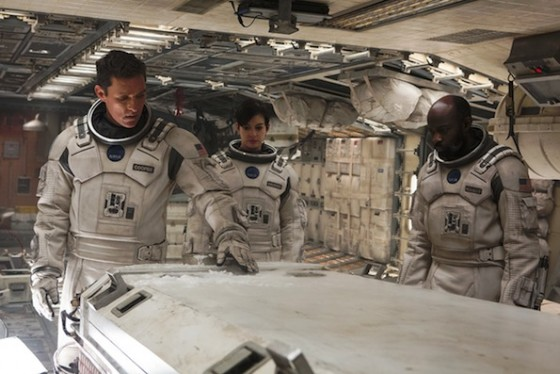 Anne Hathaway, David Gyasi et Matthew McConaughey dans Interstellar de Christopher Nolan