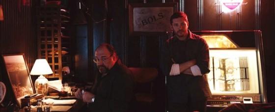 James Gandolfini et Tom Hardy dans Quand vient la nuit de Michael R. Roskam