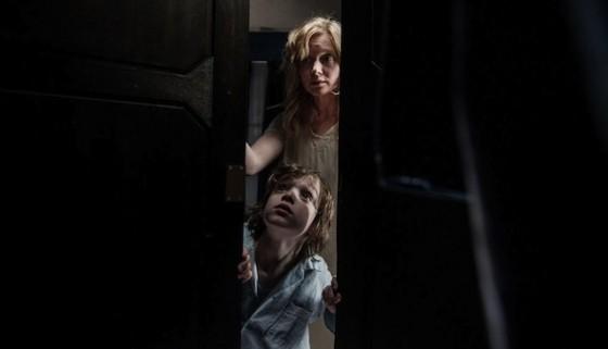 Essie Davis et Noah Wiseman dans Mister Babadook de Jennifer Kent