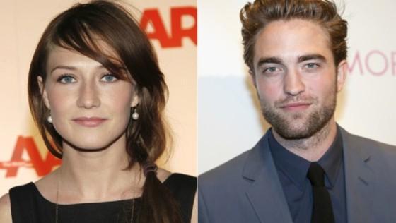Carice Van Houten et Robert Pattinson dans Brimstone