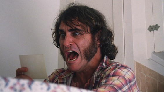 Joaquin Phoenix dans Inherent Vice de Paul Thomas Anderson