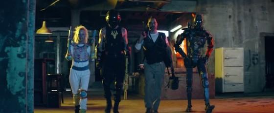 Yo-Landi, Ninja, Jose Pablo Cantillo et Sharlto Copley dans Chappie de Neill Blomkamp