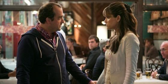 Steve Zissis et Amanda Peet dans Togetherness