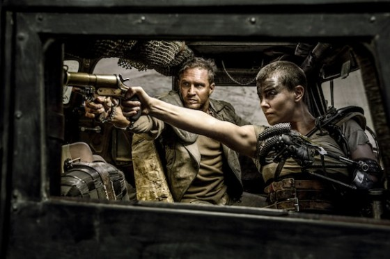 Tom Hardy et Charlize Theron dans Mad Max Fury Road