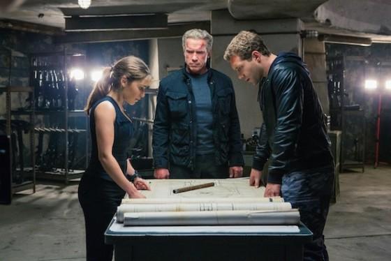 Arnold Schwarzenegger, Emilia Clarke, Jai Courtney dans Terminator Genisys
