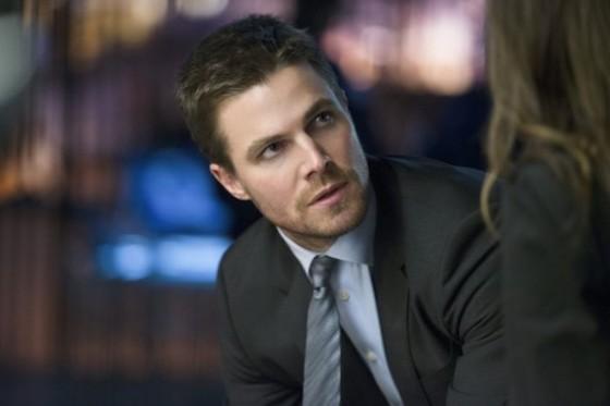 Stephen Amell est Oliver Queen dans la serie Arrow sur The CW