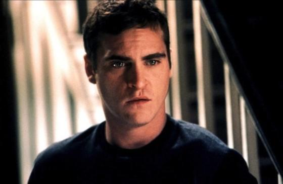 Joaquin Phoenix dans Signes de M. Night Shyamalan (2002)