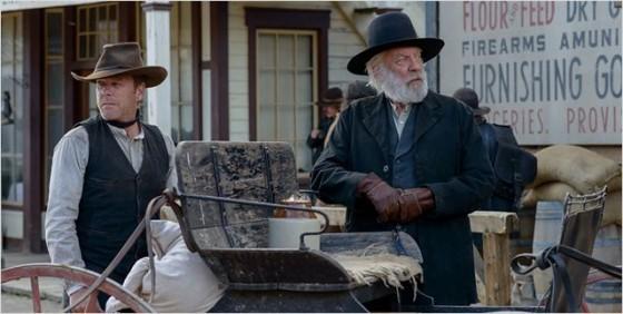 Kiefer et Donald Sutherland dans Forsaken