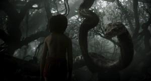 Mowgli et Kaa - Le Livre de la Jungle de Jon Favreau / Copyright Studios Disney