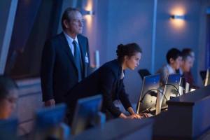 Tommy Lee Jones et Alicia Vikander dans Jason Bourne