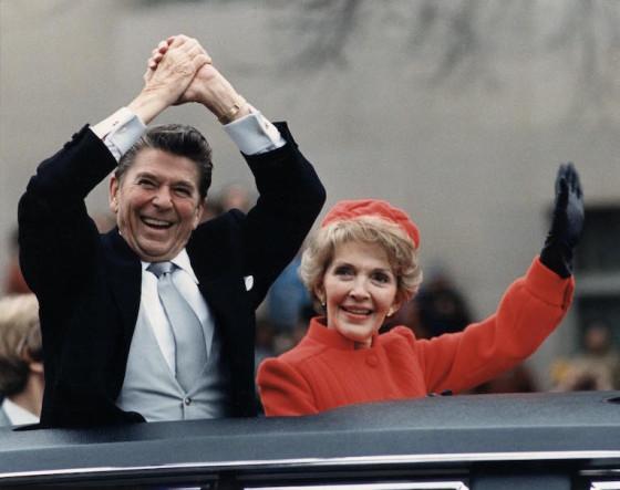 Ronald et Nancy remontant Pennsylvania Avenue pour participer aux cérémonies d'investiture du 40e président des États-Unis, 1981 / Credit Wchita Films