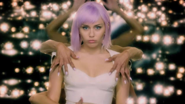 Miley Cyrus - Black Mirror