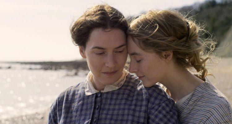 Kate Winslet et Saoirse Ronan dans Ammonite