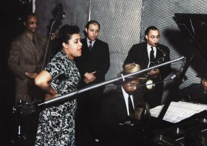 Billie Holiday and her band rehearsing at Commodore 1939 - Colorise par Don Peterson